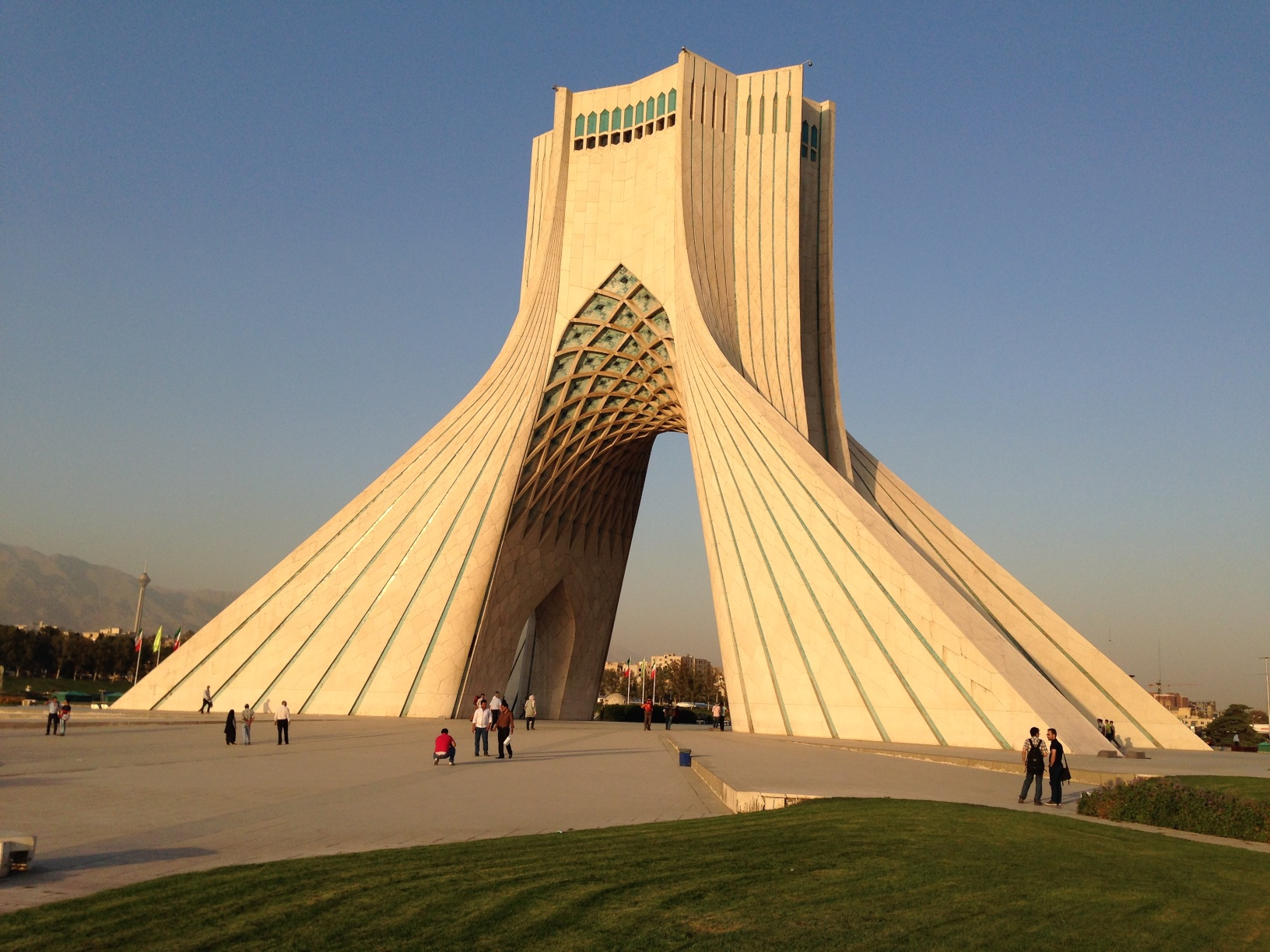 Azadi turninn, Tehran