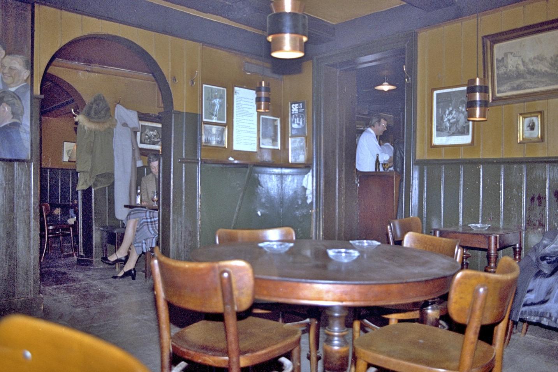 Hviids Vinstue, bar, København