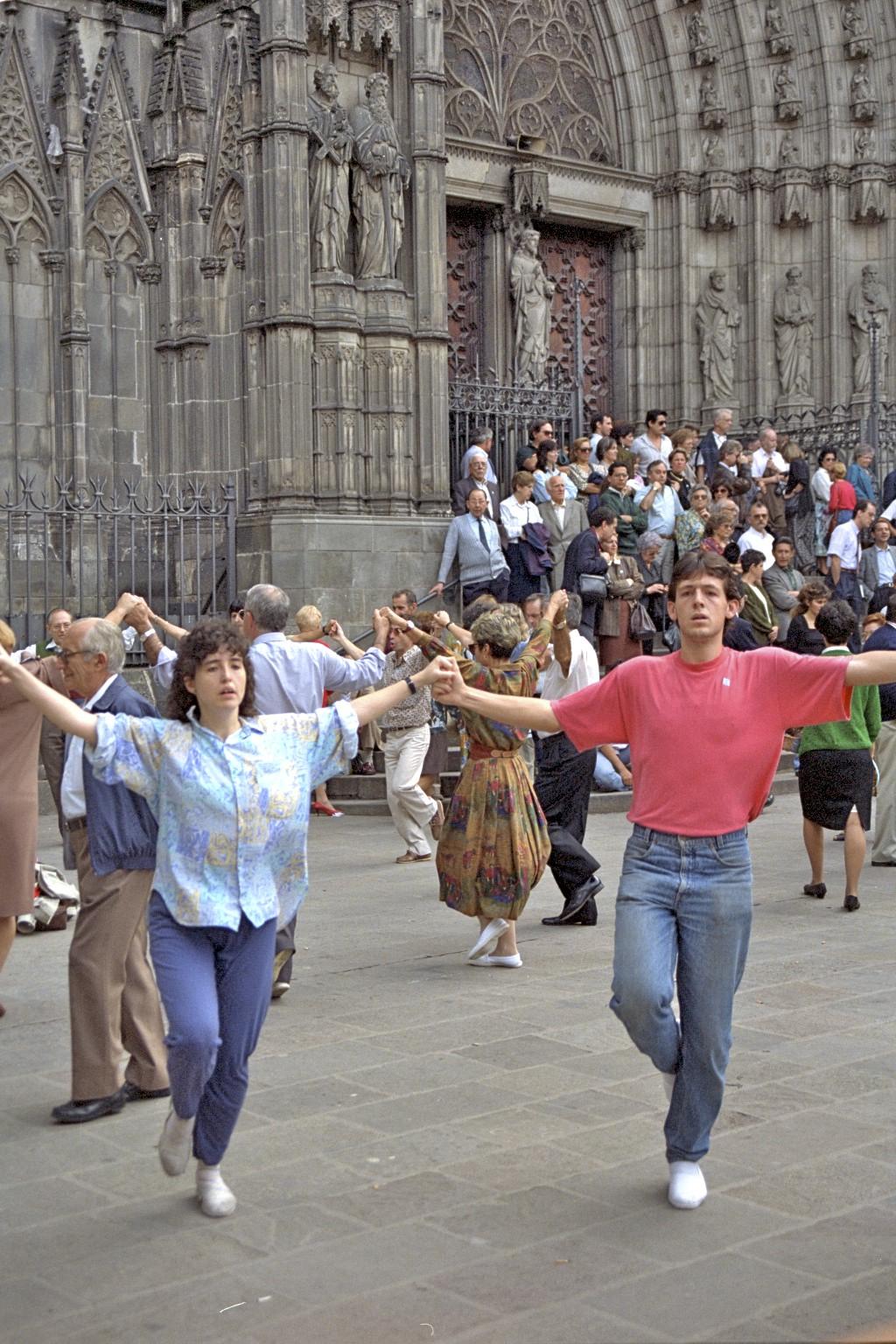 Sardana dans, Catedral de Santa Eulalia, Barcelona